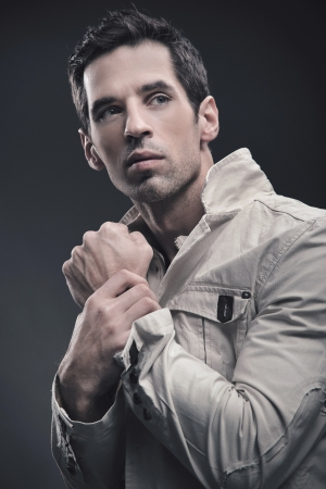 modelos hombres: Retrato de un hombre guapo