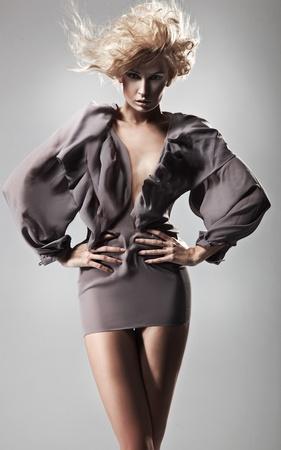 modelle nude: Foto di stile di voga di giovane donna