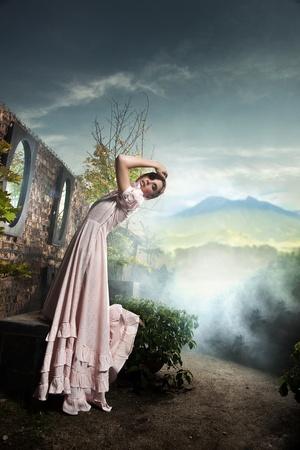 Foto de estilo de fantasía de una joven belleza morena Foto de archivo - 9068322