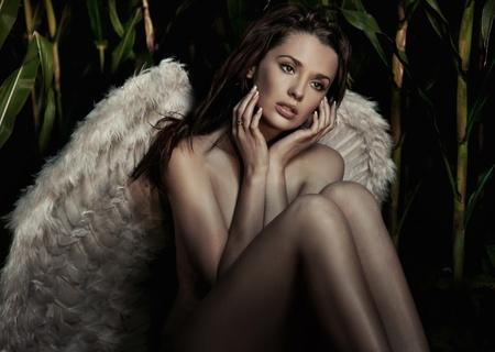 Belleza joven romántico como un �ngel Foto de archivo - 9070956