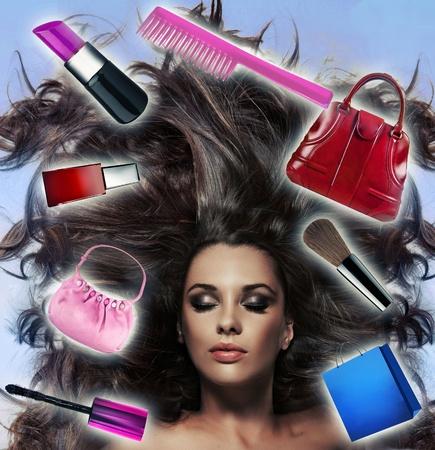 deseo sexual: Hermosa morena de pelo largo con un mont�n de inspiraciones