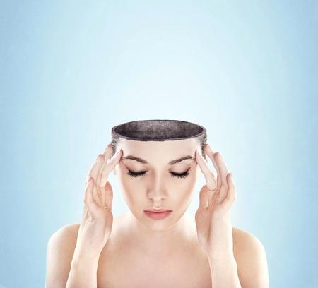 perceptie: Conceptuele afbeelding van een open minded vrouw, veel kopie ruimte