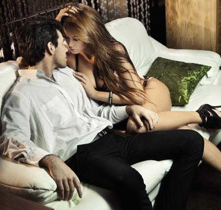 romantico: Guapo par sexy en situaci�n rom�ntica