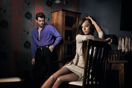 clash: Foto de la pareja incre�ble en habitaci�n bonita