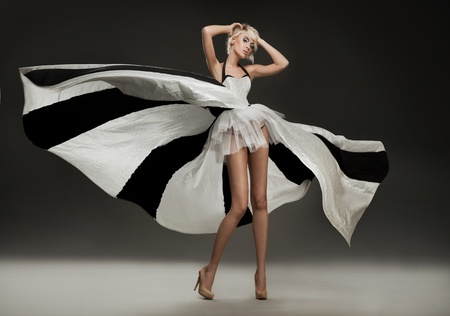 robe de soir�e: Belle blonde en robe marvelous