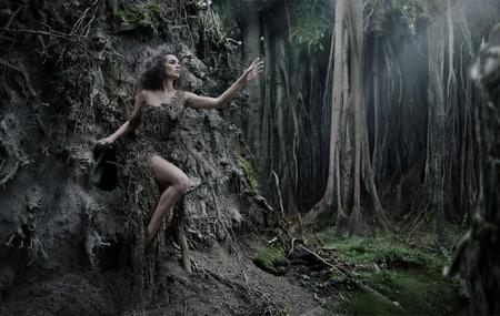 fantasia: Mujer sexy como parte del �rbol