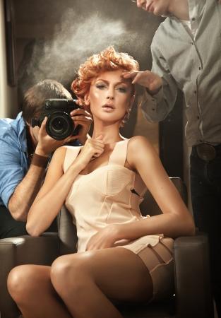 estilista: Mujer de pelo de jengibre