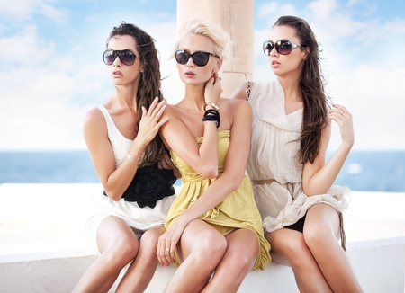 summer dress: Young beauty friends on vacation day
