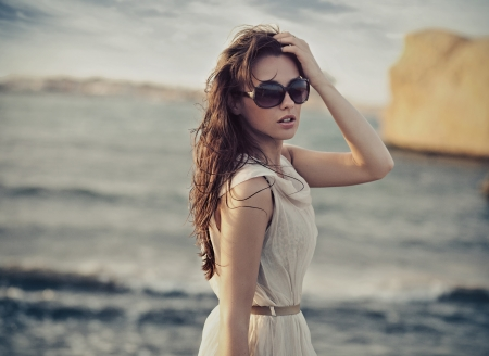 long hair model: Cute woman wearing sunglasses