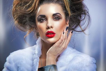 Retrato de una mujer de la belleza Foto de archivo - 12526416