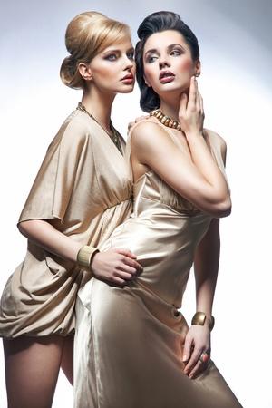schöne frauen: Foto von schönen Frauen posieren Lizenzfreie Bilder