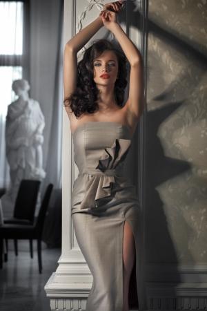 schöne frauen: Schöne Frau mit Kleid Lizenzfreie Bilder