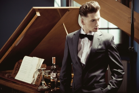 pianista: El pianista elegante