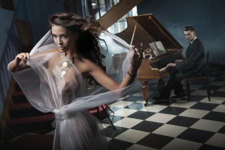 14484785-mujer-bailando.jpg?ver=6