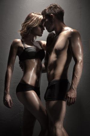 man and woman sex: Сексуальная молодая страстная пара