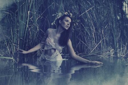 EVENING DRESS: Hermosa ninfa del agua