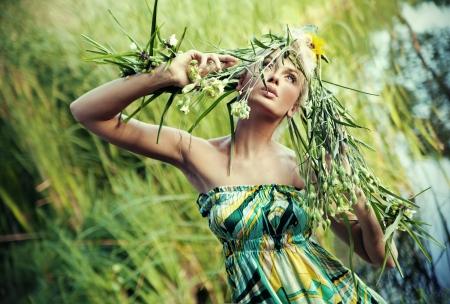 Nature-style portrait of a young woman Foto de archivo