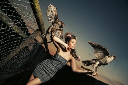halcones: Elegance Lady holding águilas