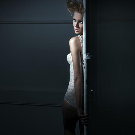 sensual: Jovem beleza por tr