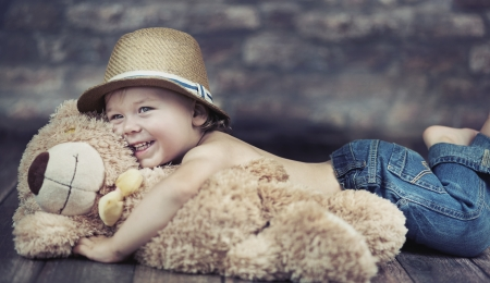 2 year old: Fantastic picture of playing child