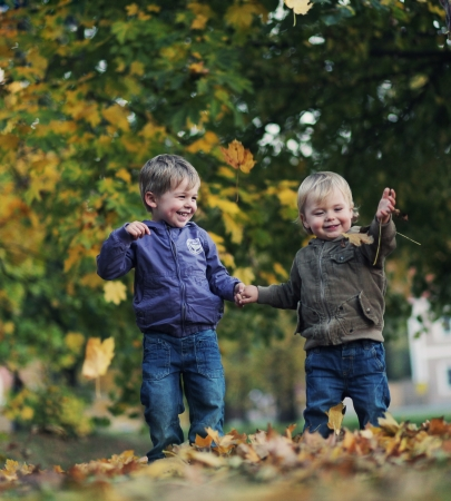 2 years old: Great fun in autumn park