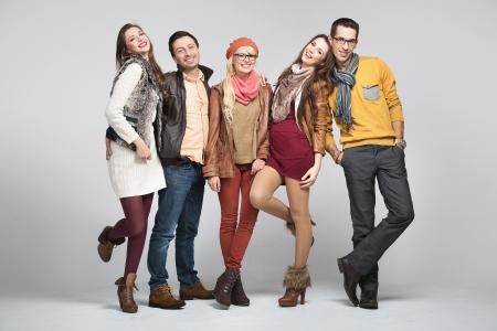 jugendliche gruppe: Mode-Stil Bild der jungen Gruppe von Freunden