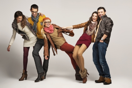 mode: Gruppe von jungen Freunden Spaß zusammen
