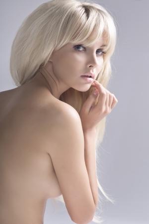 mujer rubia desnuda: Retrato de mujer desnuda rubia elegante