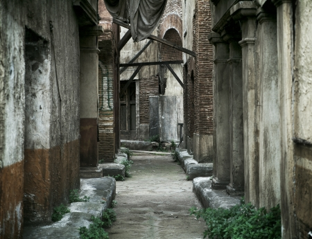 severus: Old abandoned stone houses in ancient Rome