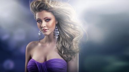 avantegarde: Marvelous glance of sexy blond woman