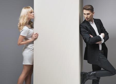 mujer elegante: Chica seductora rubia tratando de recuperar a su novio
