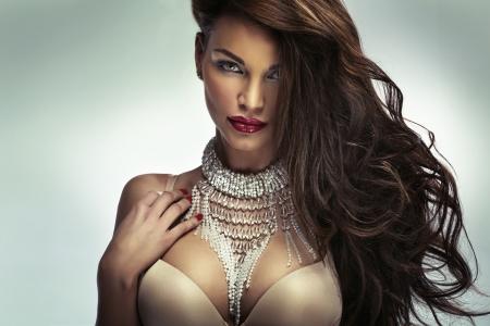 piernas sexys: Chica increíble con fabulosos labios sensuales