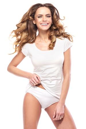 ropa interior: Muchacha sonriente positiva en blanco