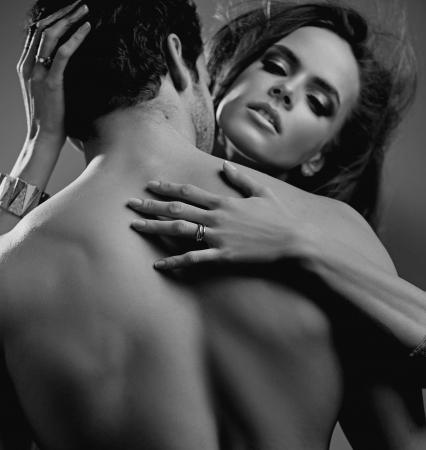 desnudo masculino: Cerrar un retrato de los jóvenes amantes lindos