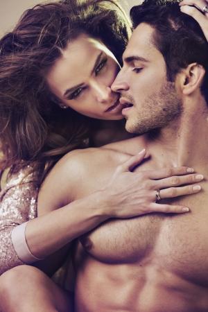 desnudo masculino: Cierre de la imagen de la atractiva pareja joven Foto de archivo