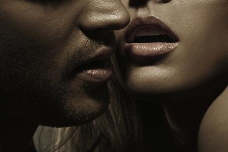 naked young women: Молодой человек с идеальной волос на лице и чувственные губы одной дамы
