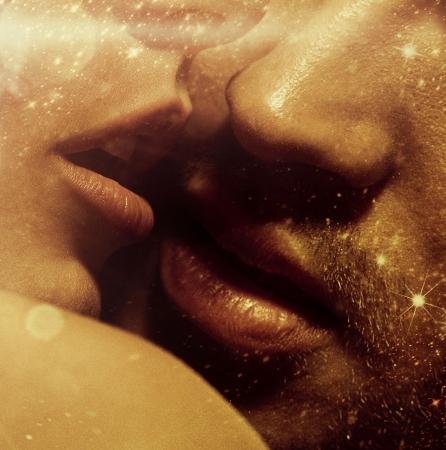 mujer sexi desnuda: Cierre encima de la foto de los labios sensuales Foto de archivo