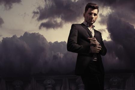 Fantasy fashion stijl foto van een knappe man Stockfoto