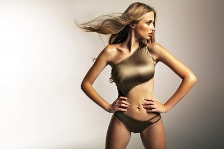 expression corporelle: Photo pr�senter blonde dame ajustement Banque d'images