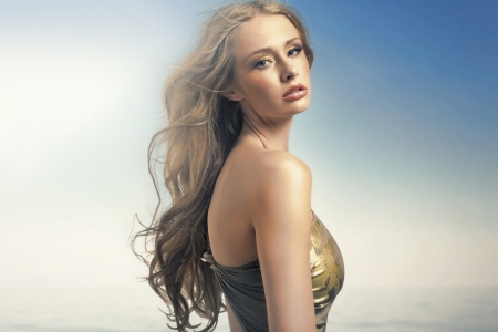 labbra sensuali: Incredibile signora bionda con labbra sensuali Archivio Fotografico