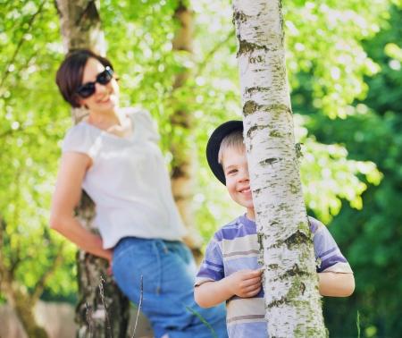 Lächelnd Mutter Blick nach ihr Kind
