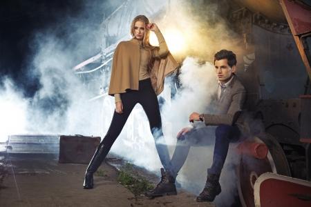 divat: Divat fotó a két modell mellett a motor Stock fotó