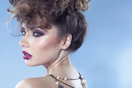 labios sensuales: Muchacha de fascinación con hermosos labios sensuales Foto de archivo
