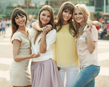 Memoria de lo fantástico verano de las señoras alegres Foto de archivo - 25321510