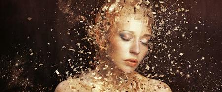 dishevel: Foto di arte di Golden Lady frammentazione a migliaia di elementi