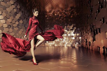 물결 모양의 이브닝 드레스와 매력적인 여자