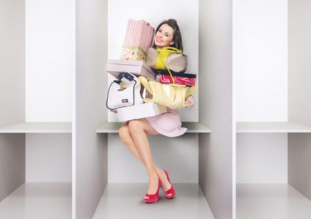 Attraktive Frau in der Umkleidekabine