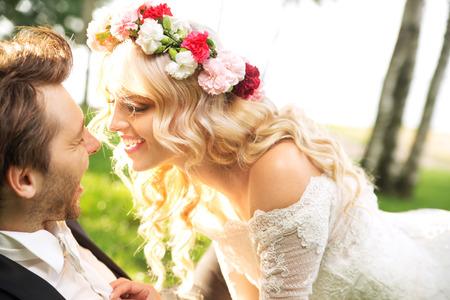 Giovane coppia matrimonio durante il honeymon