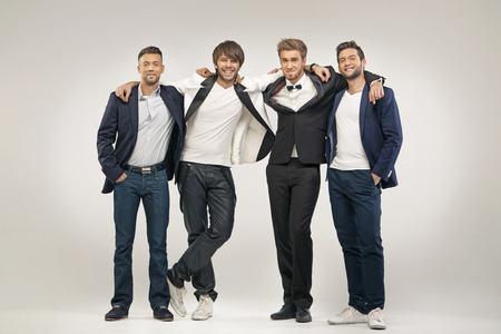 group of men: Grupo de hombres guapos y elegantes