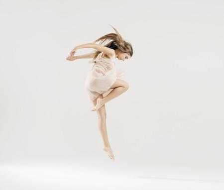 donne eleganti: Art danza eseguita dal giovane ballerino Archivio Fotografico